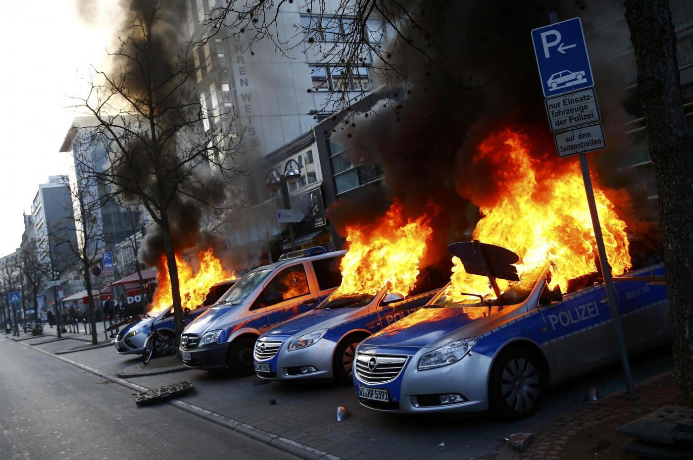 Francoforte, proteste di Blockupy davanti sede Bce
